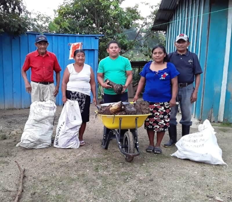 Entrega de semillas de maíz, frijol y plátano a las familias de la comunidad