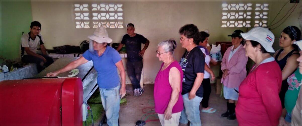 Rehabilitación de la economía local mediante la extracción de fibra y rescate cultural