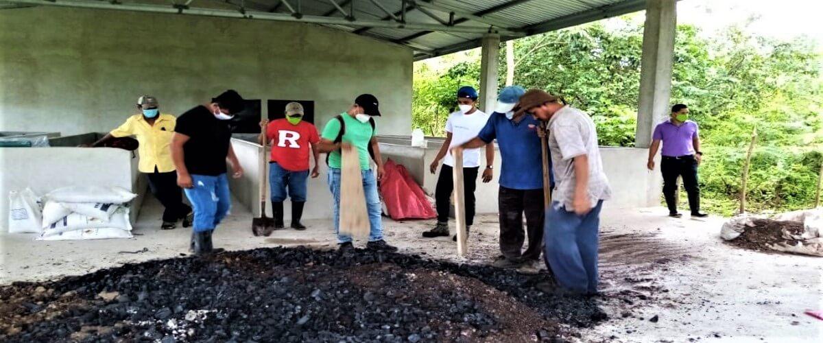 Producción de fertilizantes orgánicos brinda nuevas oportunidades a productores de cacao en Jutiapa, Atlántida, Honduras