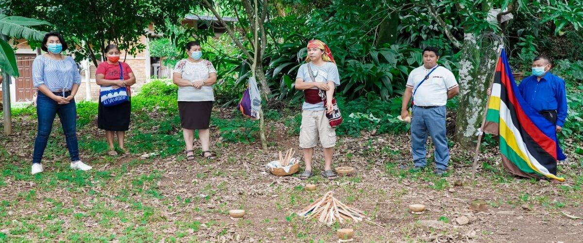 Participantes del Diplomado Sobre Agroecología y Agricultura Orgánica, comparten experiencias y participan en ceremonia ancestral de los pueblos indígenas kakawira