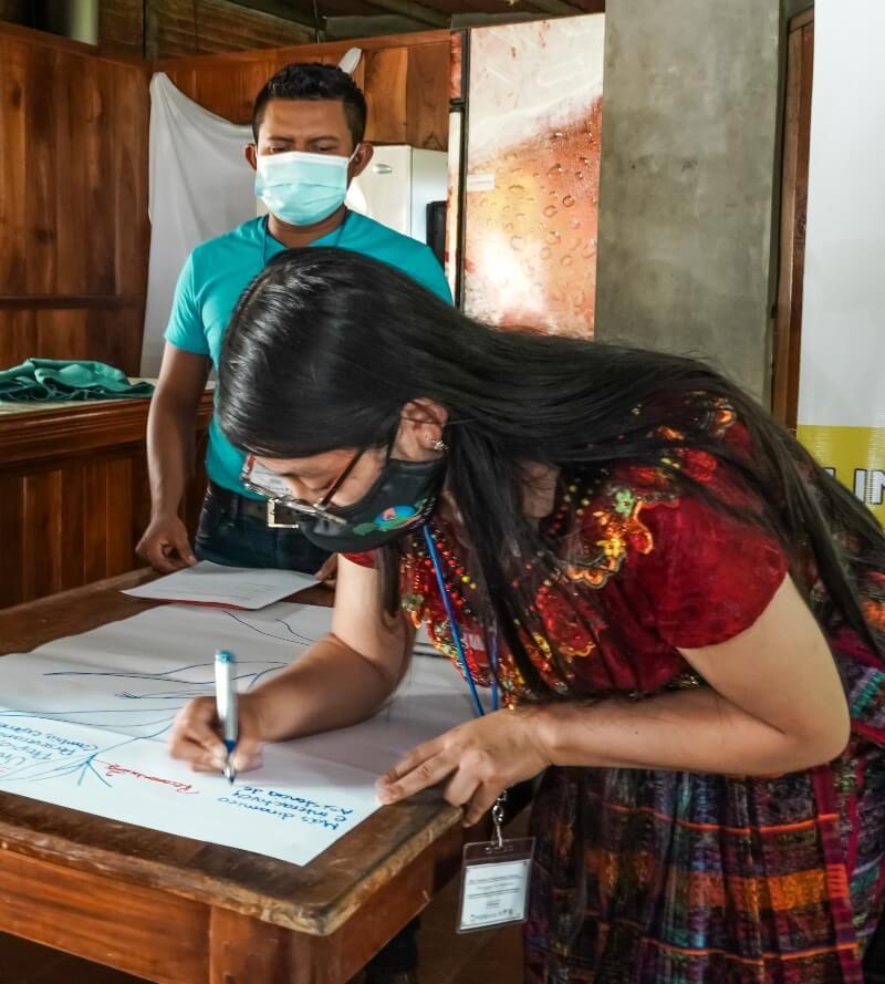 Participantes del Diplomado realizando trabajo en grupo